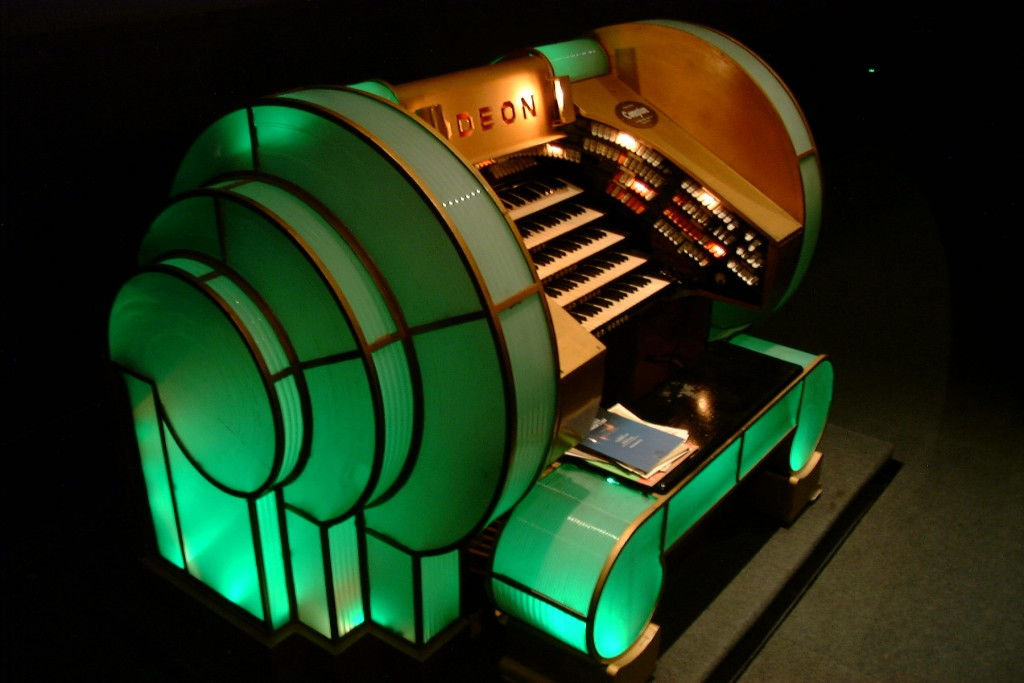 Compton organ at London's Odeon Theatre, Leicester Square